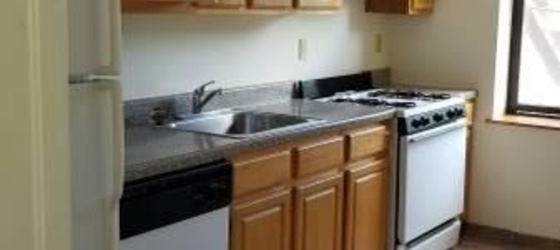 Sunny 1 Bedroom Apartment in Rental Building - Laundry - Parking / Dobbs Ferry