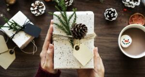 To Gift or Not to Gift: Landlord & Renter Holiday Etiquette
