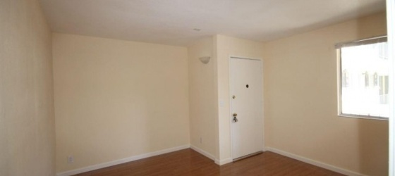 Summer Sublet (June 4 - Aug 15), 3 blocks from campus
