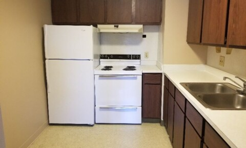 Apartments Near Akron 2400 E Market St for University of Akron Students in Akron, OH