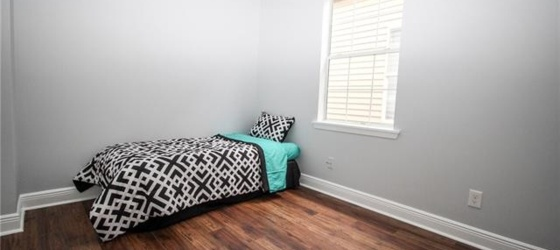 Uptown Room for Rent Near St. Charles Ave !
