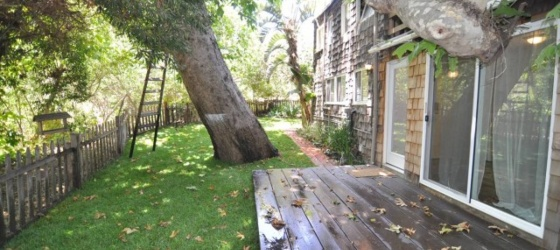 Private bedroom, separate entrance - 1 block from beach, 8 min from Pepperdine!