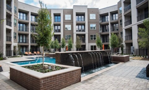 UT Southwestern Apartments With Parking | College Student