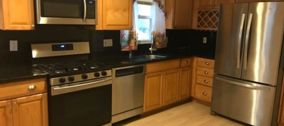 Sunny Spacious 3 Bedroom 2 Bath Townhouse - New Rochelle
