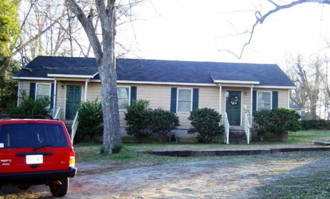 Houses Near GCSU 315 North Elbert Street for Georgia College & State University Students in Milledgeville, GA