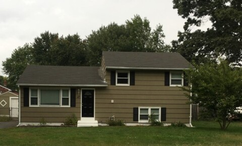 Apartments Near Wesleyan *** Remodeled Split Level House - Academic Rental  *** for Wesleyan University Students in Middletown, CT