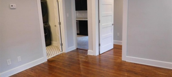 Room for rent in 2Br/1Ba 1 block from campus!